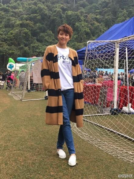 GigiLeung_OversizedStripedCardigan